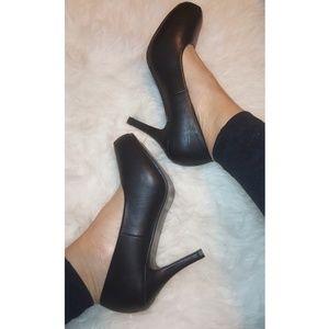 Black pumps sz 7